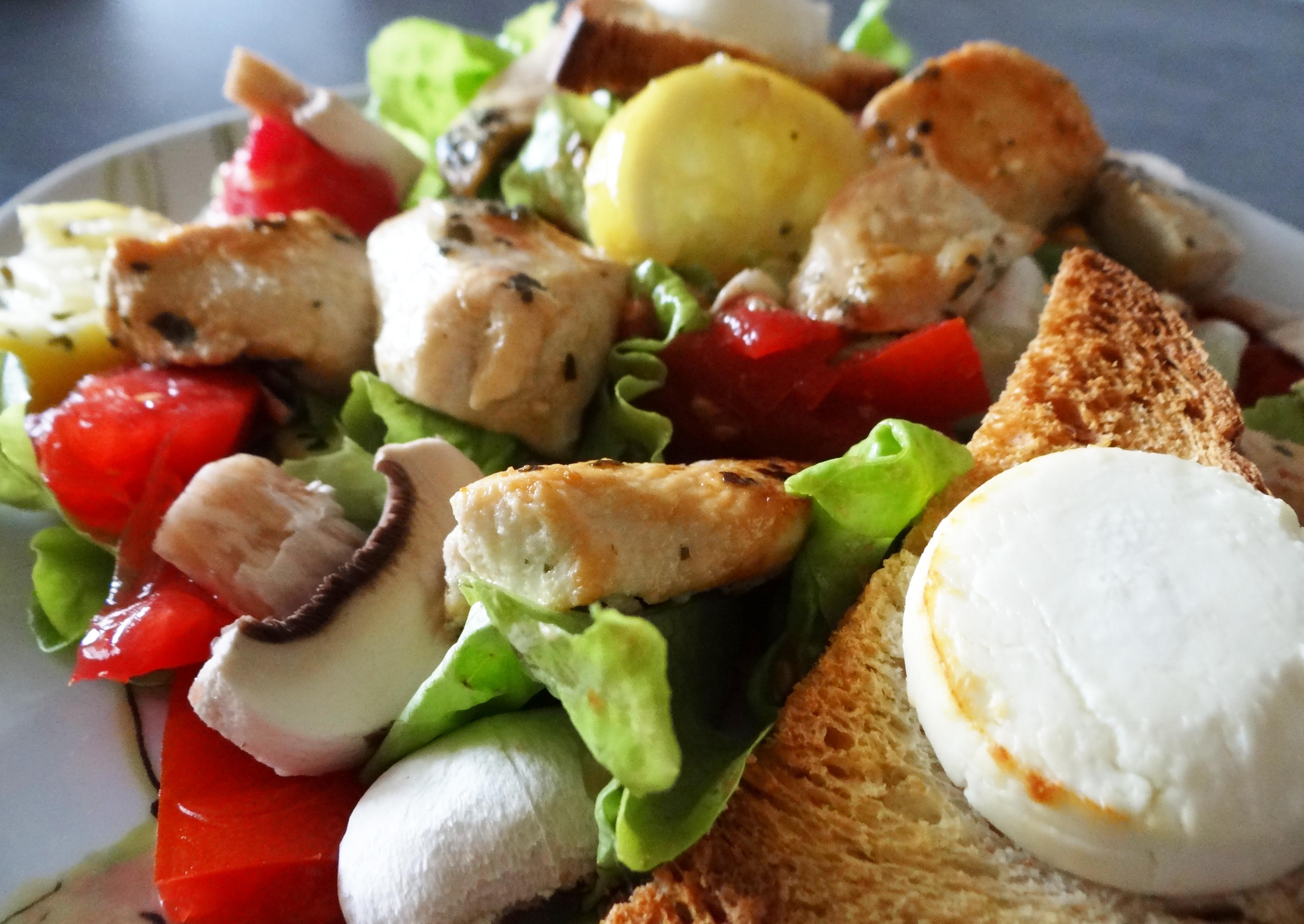 salade de poulet citron basilic toasts grill s au ch vre. Black Bedroom Furniture Sets. Home Design Ideas